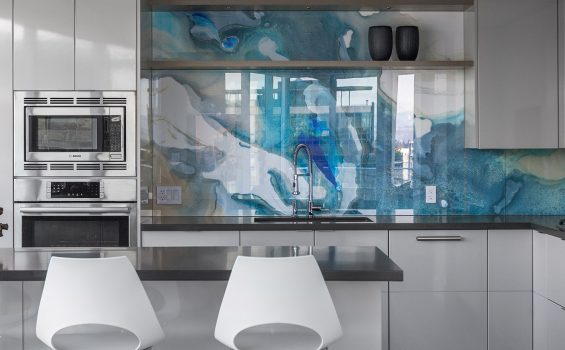 Glass backsplash by interiodesign and renovation